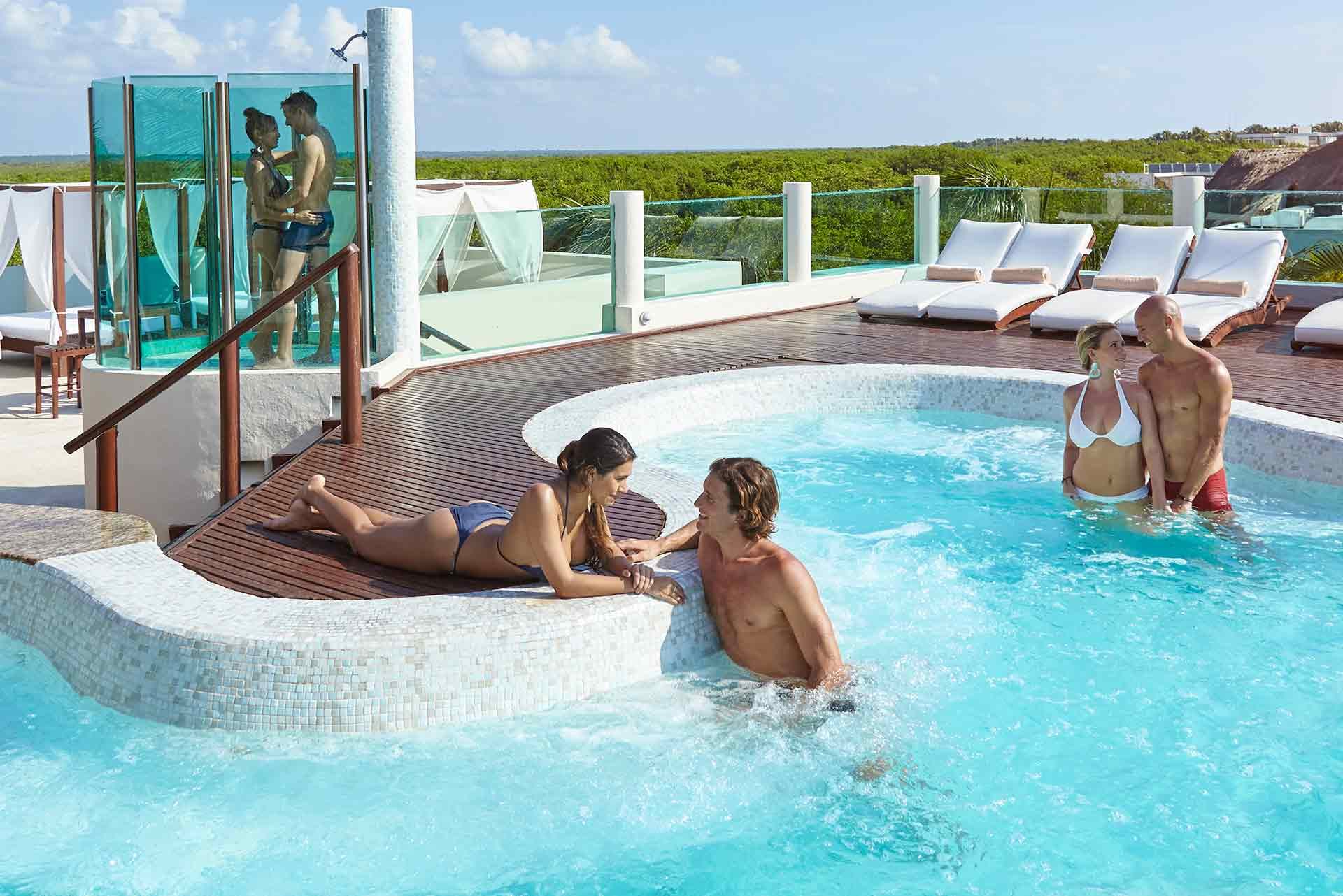 The lively Roof-Top Jacuzzi at Deaire Resort Riviera Maya